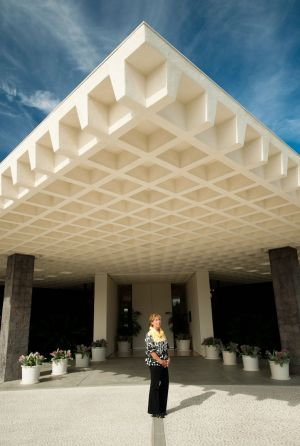 Sunnylands Director Janice Lyle at Annenberg Estate, A. Quincy Jones 1966  nfs